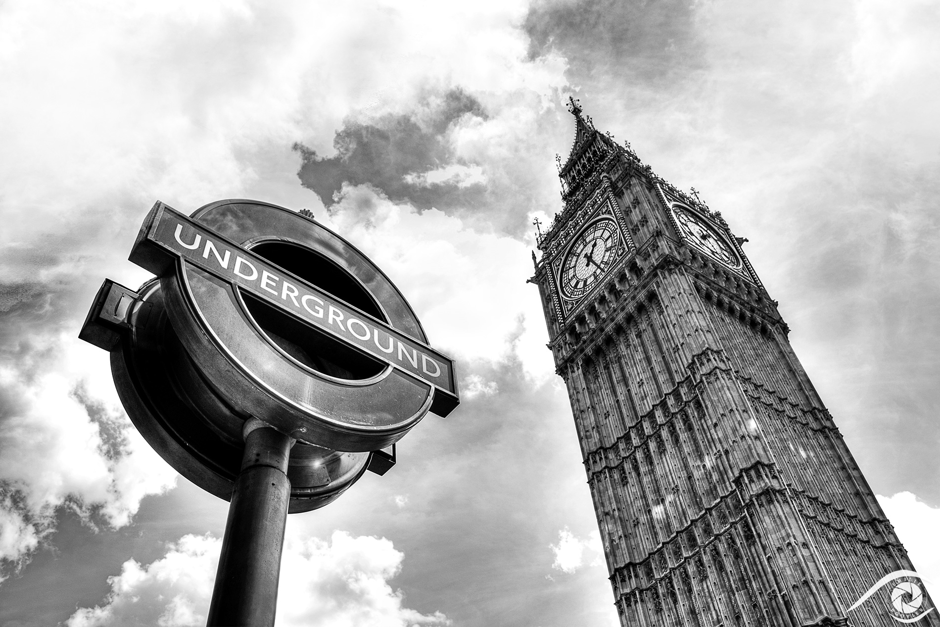 londres london big ben clock horloge westminster tour Royaume-Uni England Tamise great bell tower nikon d800 black and white noir et blanc photographie photography travel europe métro underground